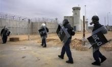 الوحدات الخاصة تقتحم سجن النقب وتنكل بالأسرى