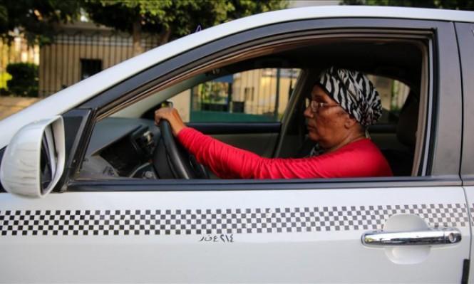 أم وليد: 37 عاما تجوب فيها شوارع القاهرة بسيارتها الأجرة