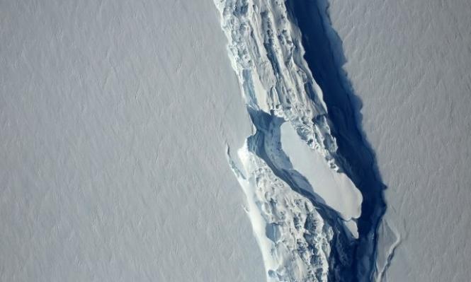 انفصال جبل جليدي كبير جدا عن أنتركتيكا
