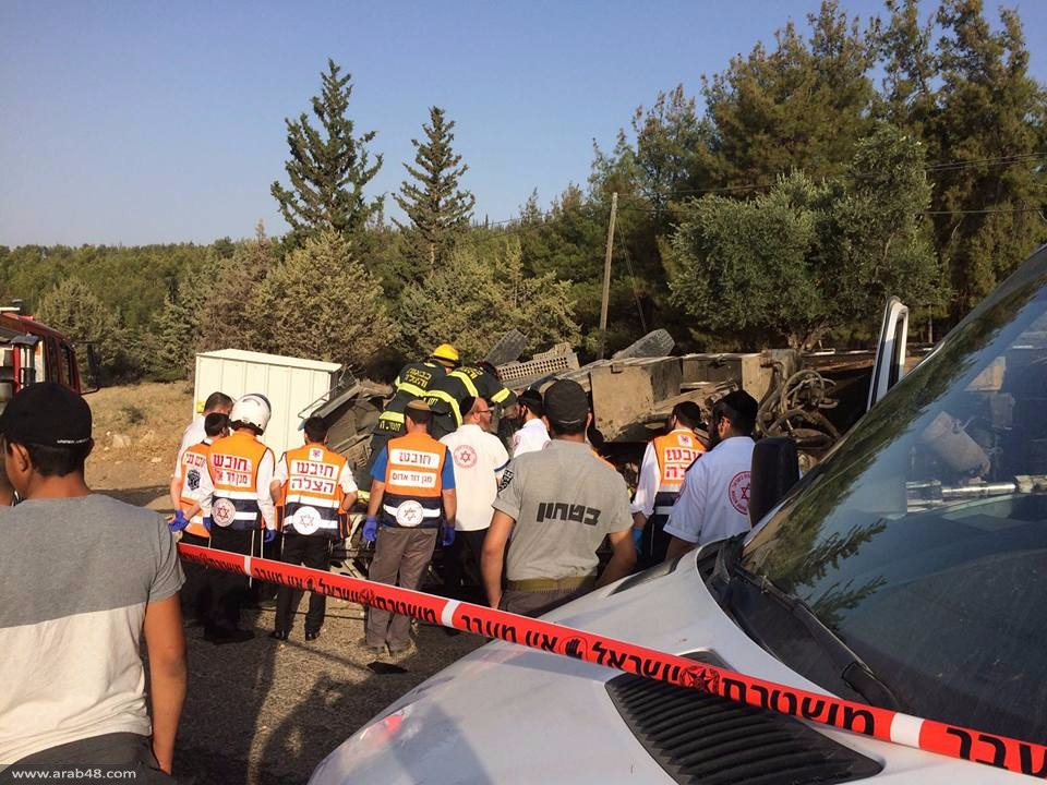 عكبرة: إصابتان خطيرة ومتوسطة إثر انقلاب شاحنة