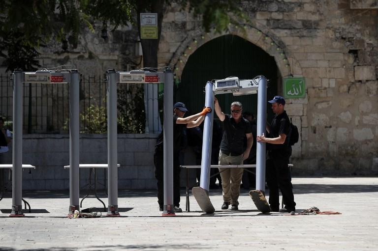 فتح جزئي للأقصى.. المقدسيون يرفضون البوابات الإلكترونية