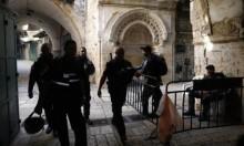 ضباط شرطة الاحتلال يقتحمون الأقصى ويصادرون مفاتيحه