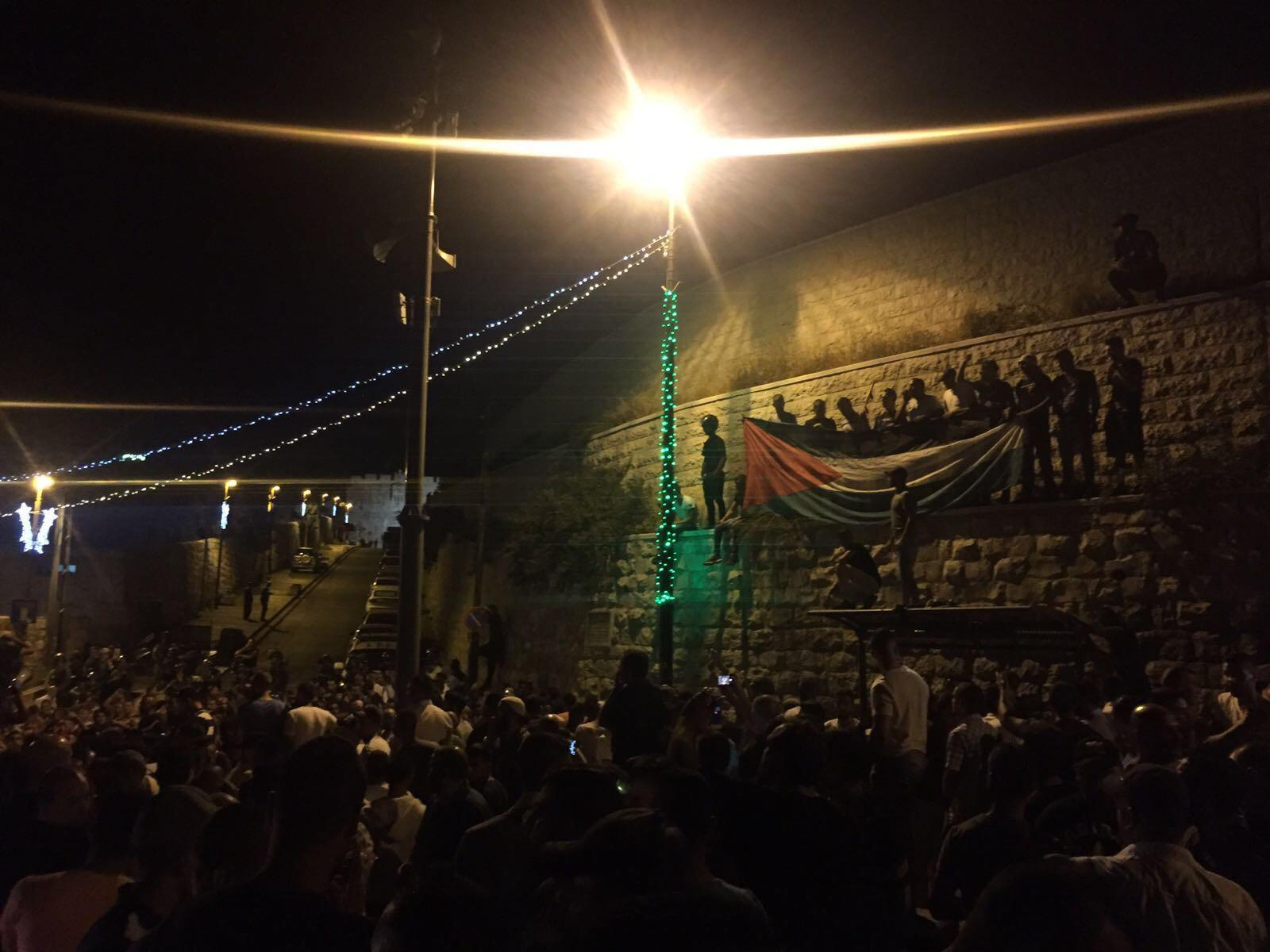 قوّات الاحتلال تزيل المسارات الحديديّة من محيط المسجد الأقصى