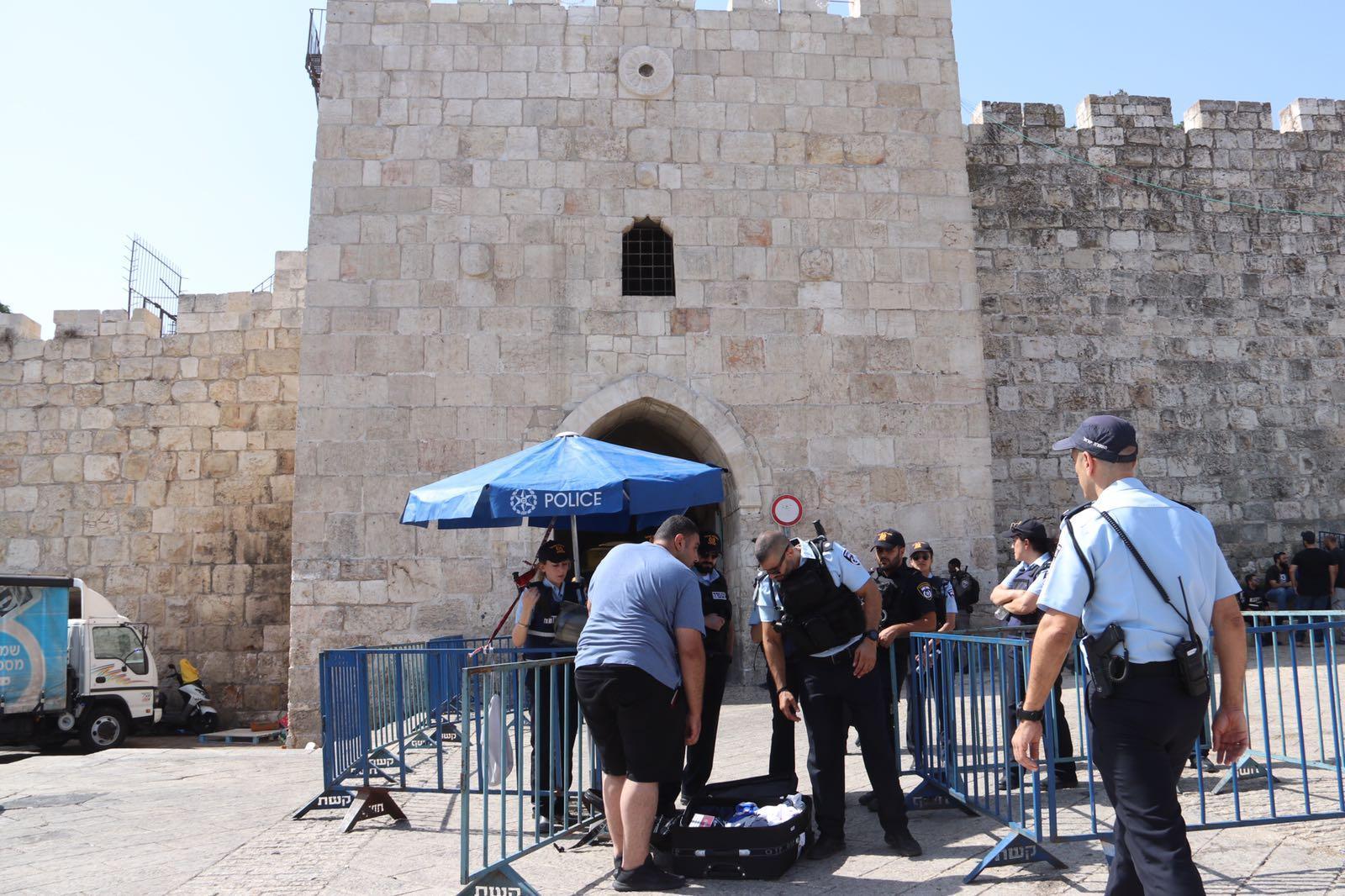 القدس: الاحتلال يعزز قواته ويفرض قيودا على المصلين