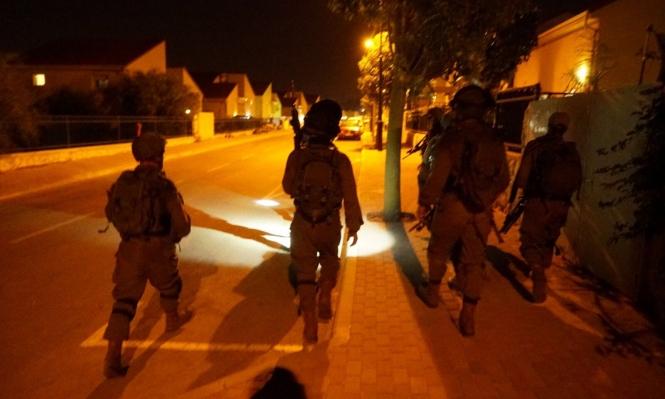 الاحتلال يعتقل15شخصا بضمنهم قيادات من حماس بالضفة