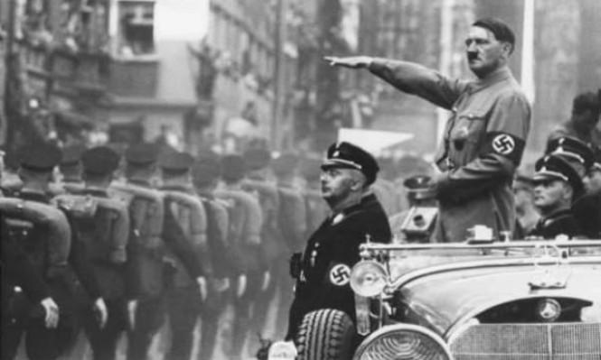 """الشرطة الألمانية تعتقل سائحين أديا التحية النازية أمام الـ""""رايخستاغ"""""""