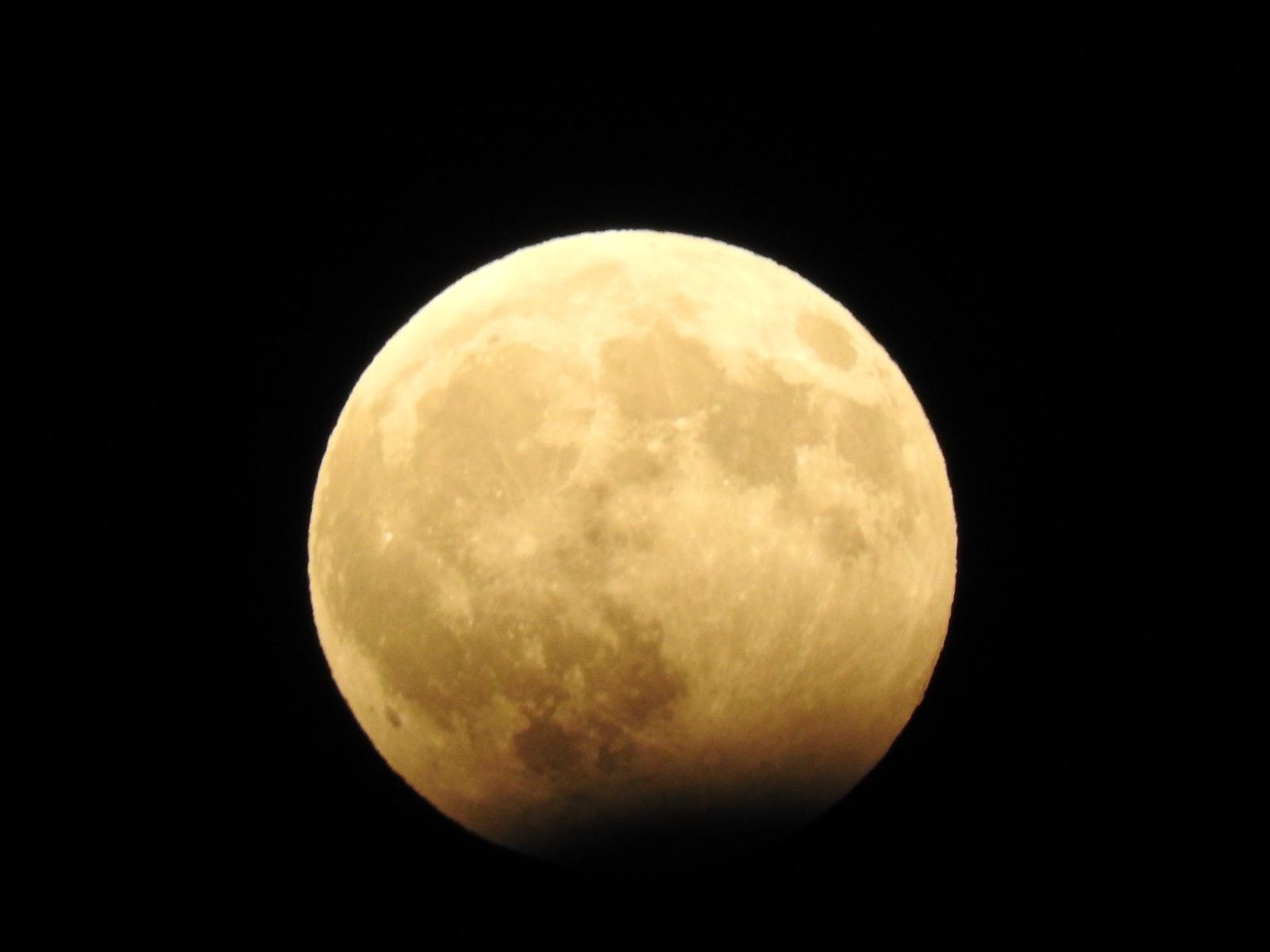 خسوف جزئي للقمر مساء الإثنين
