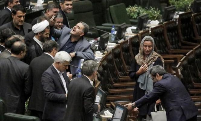 """موغيريني والأقزام السبعة: الصحف الإيرانية تهاجم """"سيلفي"""" النواب"""