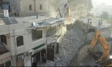 الاحتلال يهدم بناية سكنية وتجارية بالعيساوية