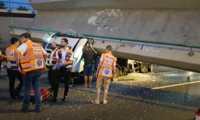حادث سقوط الجسر.. مصرع سائق الشاحنة وإعادة فتح شارع 4