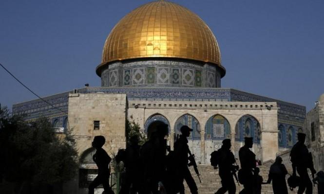 المستوطنون يقتحمون الأقصى تحت حراسة قوات الاحتلال