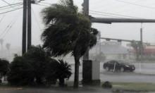 """إعصار """"هارفي"""" يحاصر عشرات الآلاف ويعطل إنتاج النفط"""