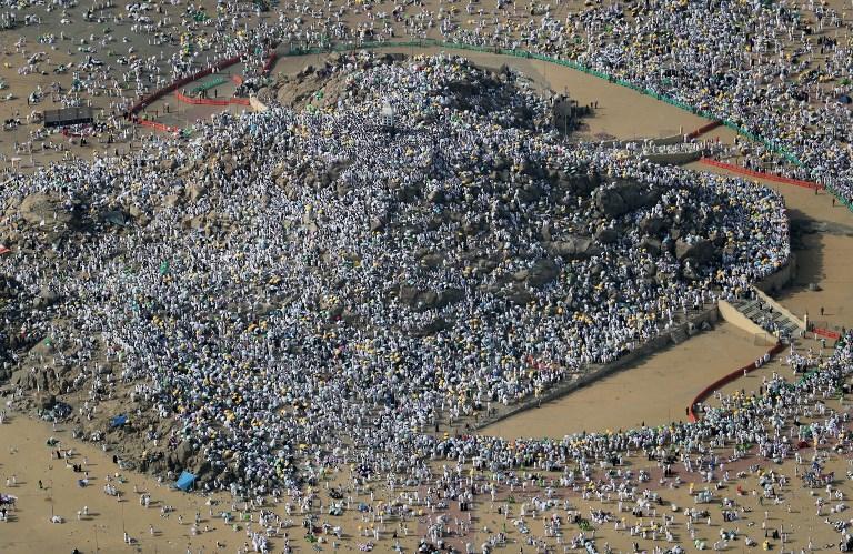 الحجاج ينفرون من عرفات إلى مزدلفة