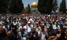 صلاة العيد بفلسطين: مئات الآلاف يؤدونها بالأقصى وتحت الحصار بغزة