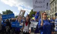 آلاف يتظاهرون بلندن ويطالبون إعادة النظر في بريكست ورفضه