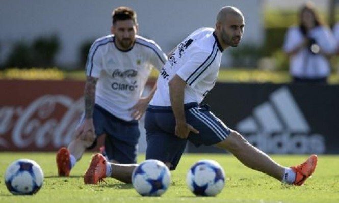 ميسي وماسكيرانو يتسببان بتأجيل صفقة دفاعية لبرشلونة