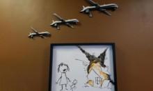 رسم جديد لبانكسي احتجاجا على معرض للأسلحة في لندن