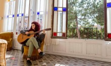 """القناة العاشرة الإسرائيلية تسطو على أغنية """"حدود ووعود"""""""