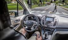 اختبار سيارات ذاتية القيادة تتحدث مع المارة