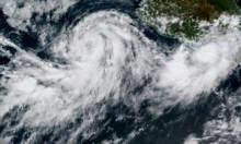 عاصفة استوائية تتحول إلى إعصار مع اقترابها من المكسيك