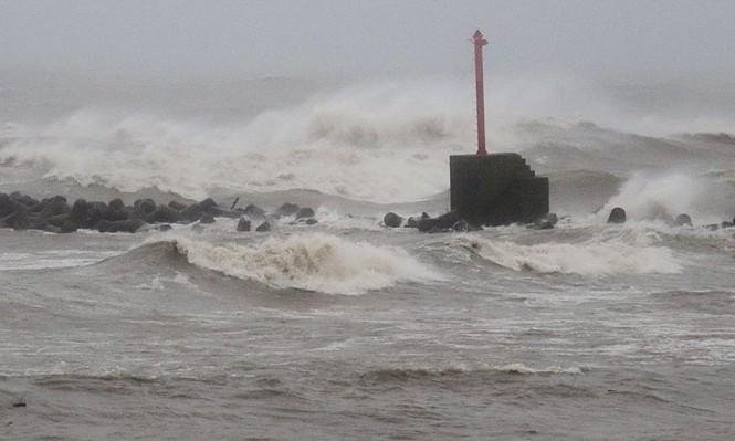 """تأهب في جنوب غرب اليابان مع اقتراب إعصار """"تاليم"""""""