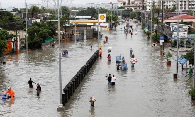 """الحياة تتعطل في جنوب غرب اليابان بسبب إعصار """"تاليم"""""""