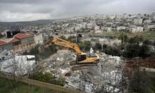 بلدية الاحتلال بالقدس تهدم عمارة سكنية بالزعيم