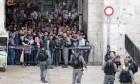 الاحتلال يصعد بالتضييق على المقدسيين واقتحام الأقصى