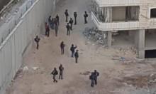 الاحتلال يعتقل 20 فلسطينيًا ويداهم المنازل وسكن طالبات جامعيات