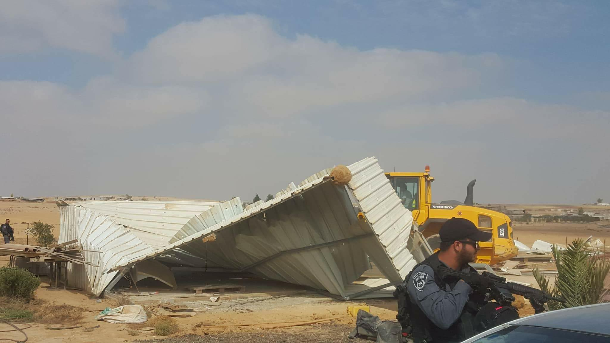 النقب: هدم 3 مساكن في قرية أبو قرينات