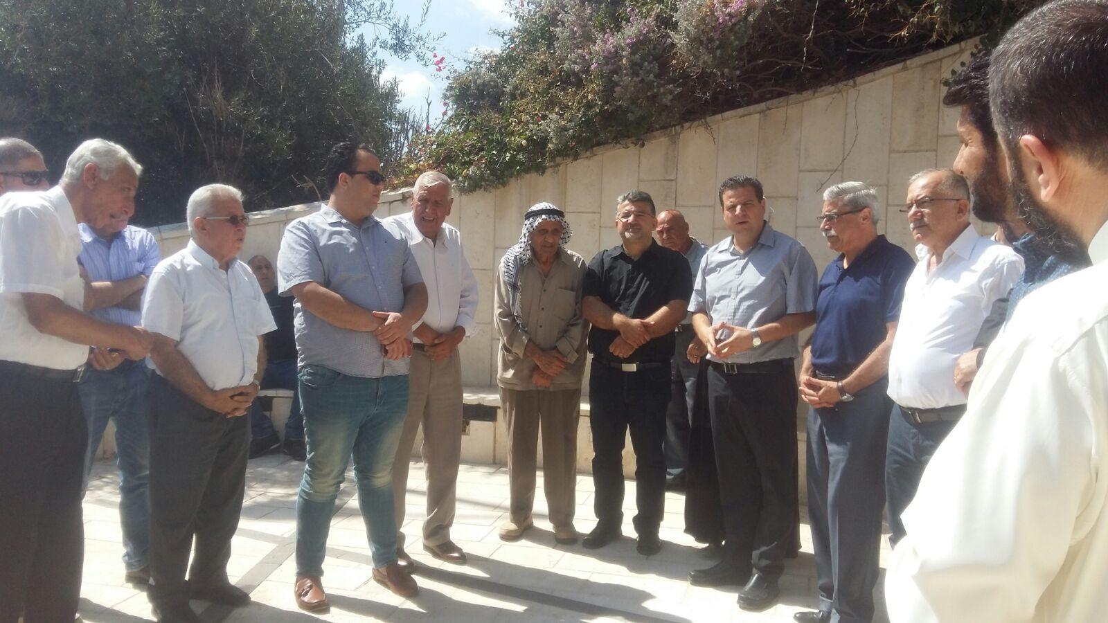 إحياء ذكرى هبة القدس والأقصى بزيارة أضرحة الشهداء