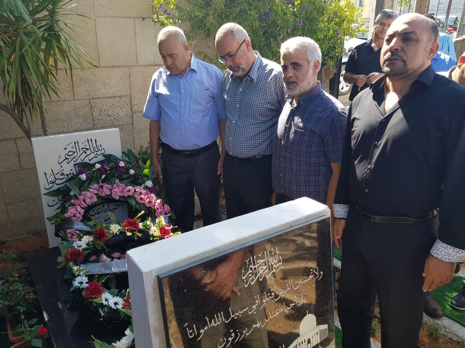 ذكرى هبة القدس والأقصى: زيارات العوائل وزهور على أضرحة الشهداء