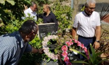 زهور على أضرحة الشهداء: لكم منا التحية والزيارة السنوية!!!