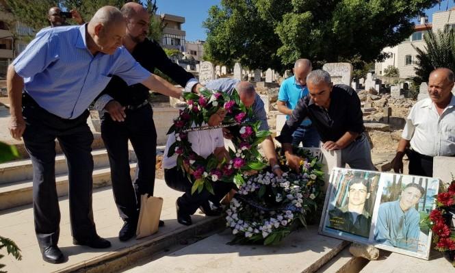 17 عاما على هبة القدس والأقصى: زهور على أضرحة الشهداء