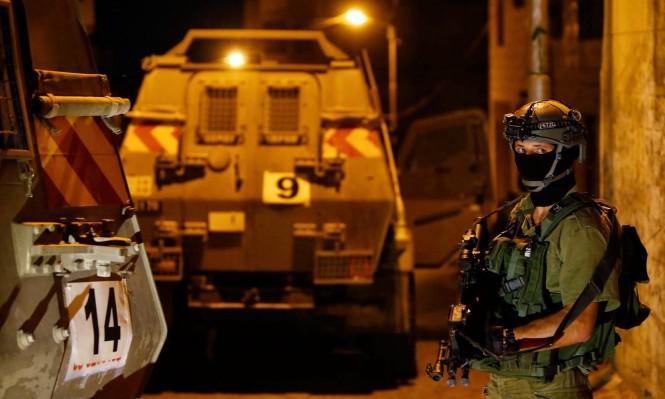 الاحتلال يعتقل 6 فلسطينيين ويصادر أسلحة وأموالا بالضفة