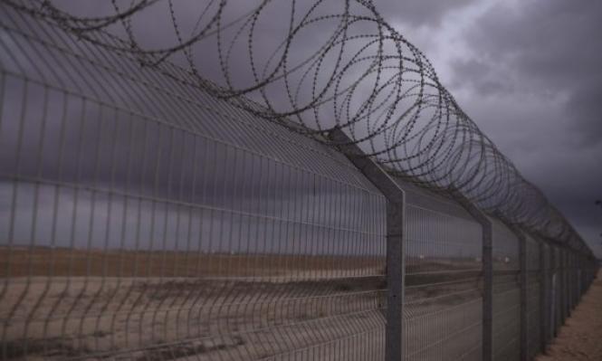 الاحتلال يعتقل فلسطينيين حاولا الخروج من قطاع غزة