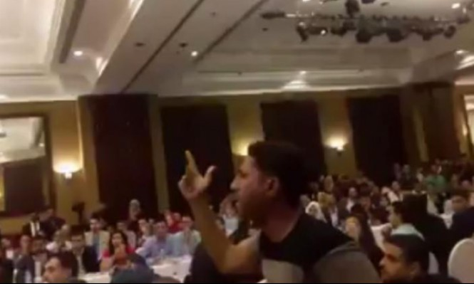 شاهد: شاب غزّي ينفجر في وجه الحمد الله