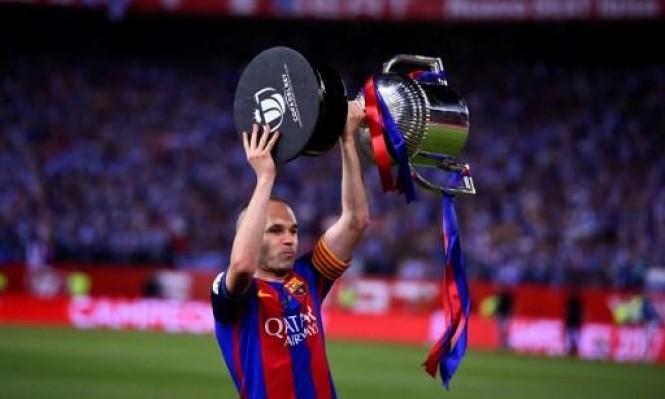 رسميا: إنييستا باق مع برشلونة حتى نهاية مسيرته