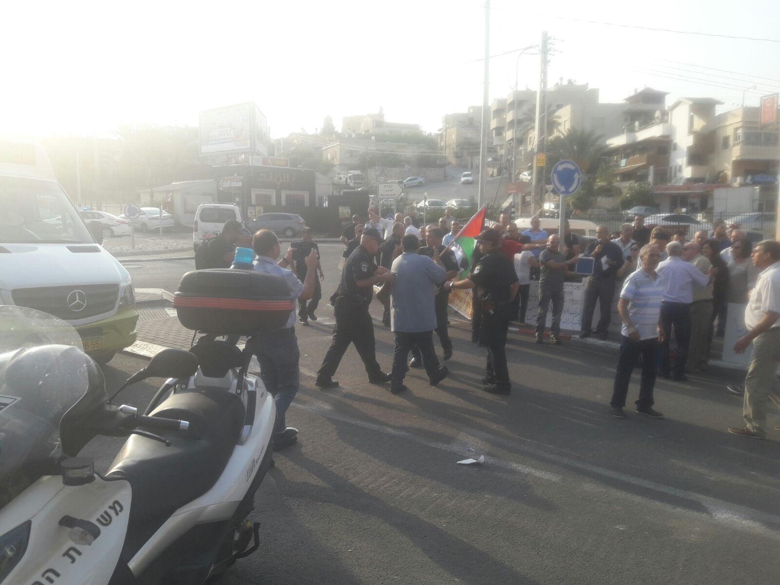 الرينة: مظاهرة احتجاجية ضد زيارة ثيوفيلوس