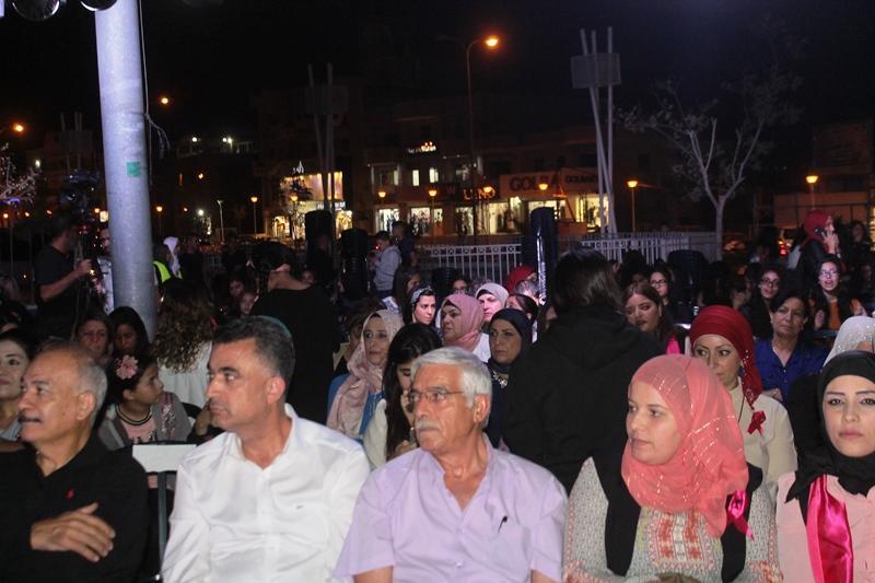 سخنين: إضاءة ساحة البلدية باللون الزهري