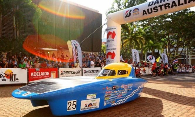 انطلاق أكبر سباق تحدي لسيارات الطاقة الشمسية