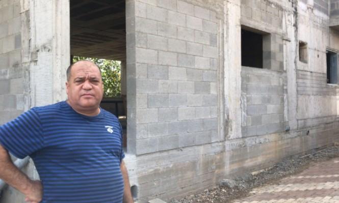 مواطن من قلنسوة: الشرطة أبلغتنا بصدور أمر هدم فوري لمنزلنا