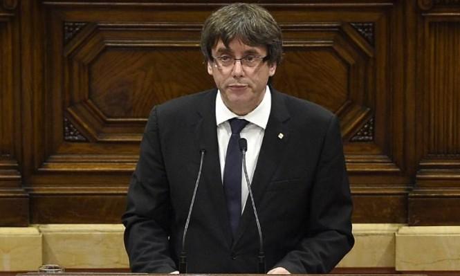 رئيس كاتالونيا يعلن تعليق إعلان الانفصال