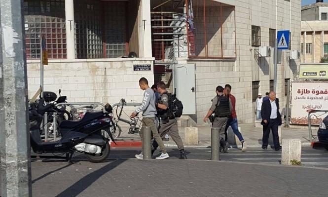 الاحتلال يعتقل شبانًا بباب الساهرة ويقتحم العيسوية