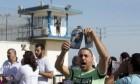 تدهور أوضاع الأسرى المرضى بعيادة سجن الرملة
