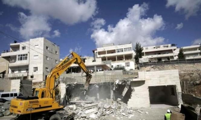 الاحتلال يهدم منزلين بالخليل ويخطر بهدم منشآت ببيت صفافا