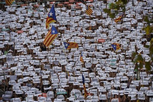 مئات آلالاف يتظاهرون في برشلونة نصرةً للاستقلال