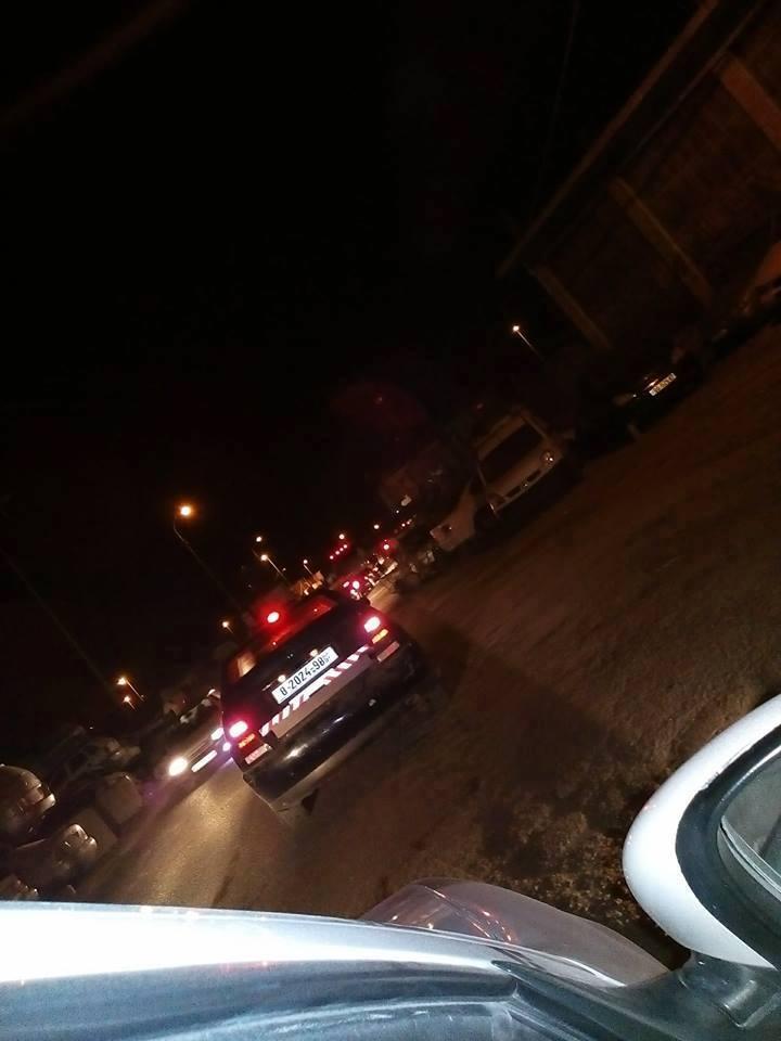 مستوطنون يهاجمون أحياء سكنية بالخليل