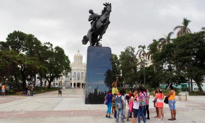 كوبا تكشف النقاب عن تمثال خوسيه مارتي