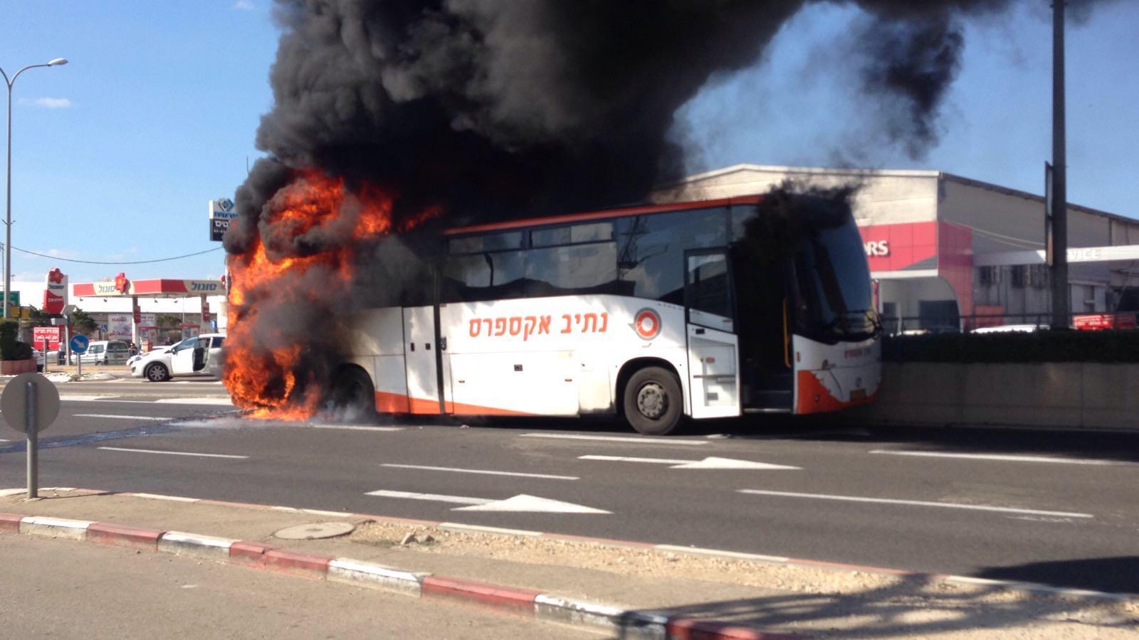 حيفا: احتراق حافلة ركاب يتسبب بخوف وقلق